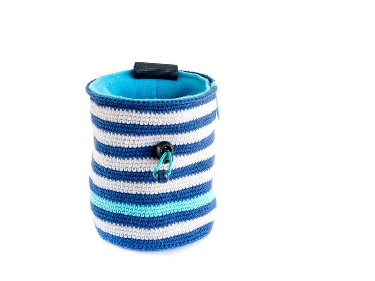 Auf der Suche nach einzigartigen handgefertigten Chalkbag? Wir handgemachte Klettern diese Chalkbag und Gürtel Rock Getriebe als einzigartige häkeln Chalkbag. Wenn ist inspiriert von Marine Emotionen und wird von uns in grauen und dunklen blauen Streifen erstellt. Ein türkiser blauer Streifen is
