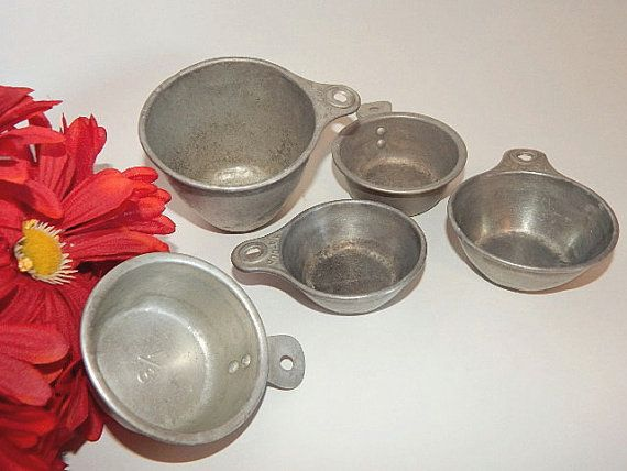 Measuring Cups Five Assorted  Vintage 1940's by TKSPRINGTHINGS