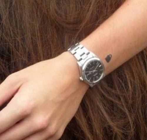 Harrys padlock tattoo done by Ed Sheeran