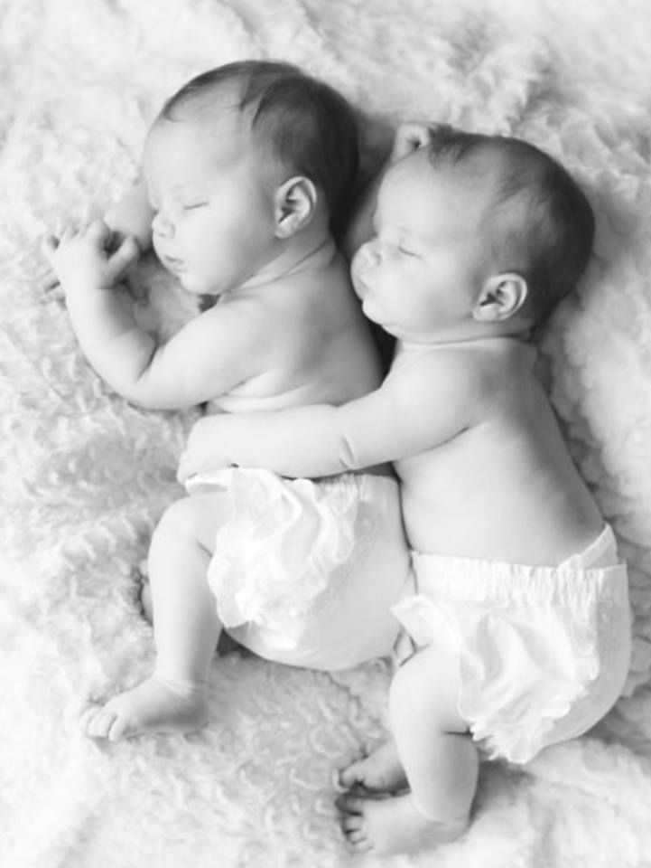 Gorgeous photographs of twins that will make your ovaries ache stay at home mum