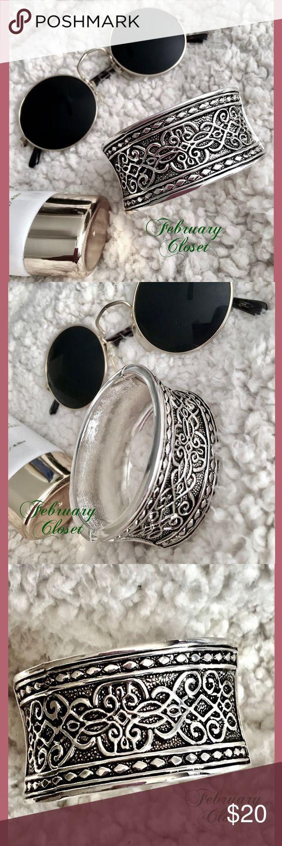 BOHO Hinge Bangle Bracelet Brand new Silver BOHO Hinge Bangle Bracelet. High quality costume jewelry. Beautiful details. Will compliment any wardrobe. NWOT. February Closet Jewelry Bracelets