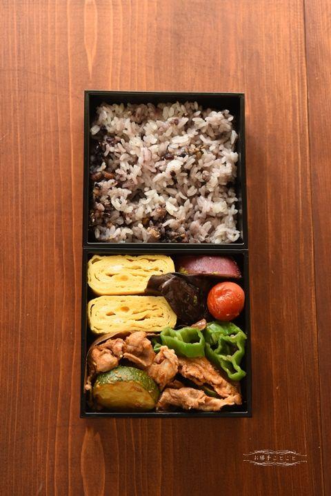 日本人のごはん/お弁当 Japanese Lunch in Square Bento Boxes 重箱弁当