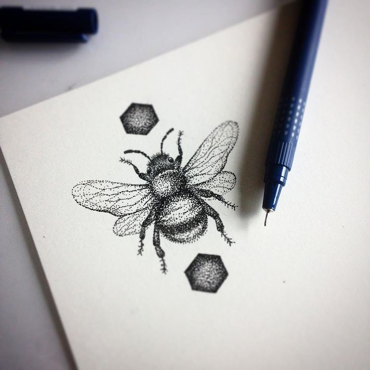The 25+ best Queen bee tattoo ideas on Pinterest | Bumble ...