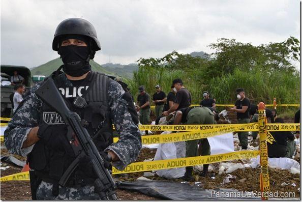 Policía Nacional de Panamá quemó más de 6,3 toneladas de droga - http://panamadeverdad.com/2014/07/26/policia-nacional-de-panama-quemo-mas-de-63-toneladas-de-droga/