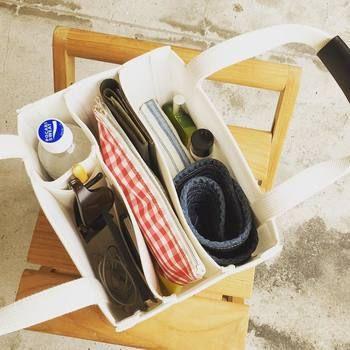 トートバッグは持ち運んでいるうちに中身がぐちゃぐちゃになってしまうこと、ありますよね?そんな悩みともさよなら!取り出したいものがすぐに出せるので快適です。