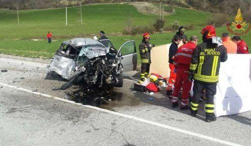 Scontro fra due auto a Sfercia di Camerino muore una studentessa di 20 anni