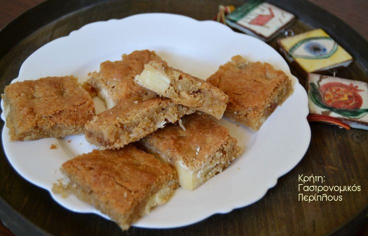 Μπισκοτάκια-γλύκισμα με λευκή σοκολάτα και αποξηραμένα φρούτα