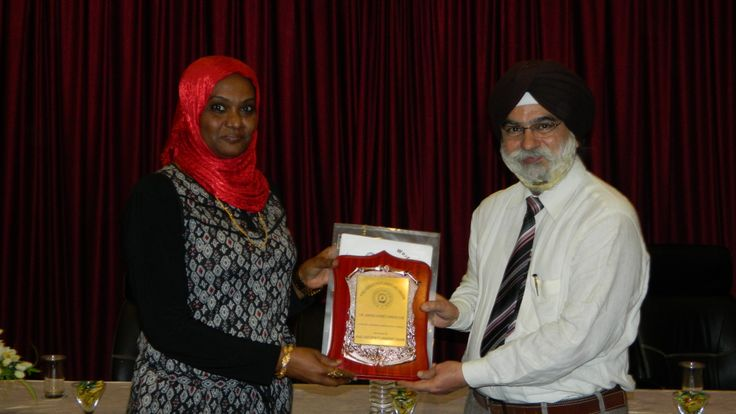 Dr. Amina Ahmed Mahgoub receiving certificate of Fellowship in minimal access Surgery at World Laparoscopy Hospital. For more detail please log on to www.laparoscopyhospital.com