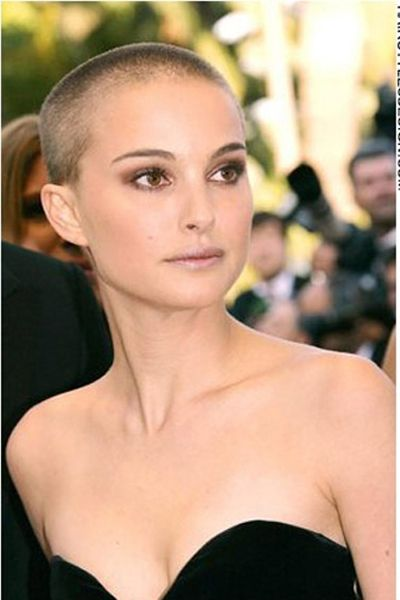 Natalie Portman has a buzzcut pixie hairstyle. This is such an easy hairstyle as there is next to nothing to do to it. Just run your fingers through and your done.Natalie has a buzzcut hairstyle.This hair colour is a brown.