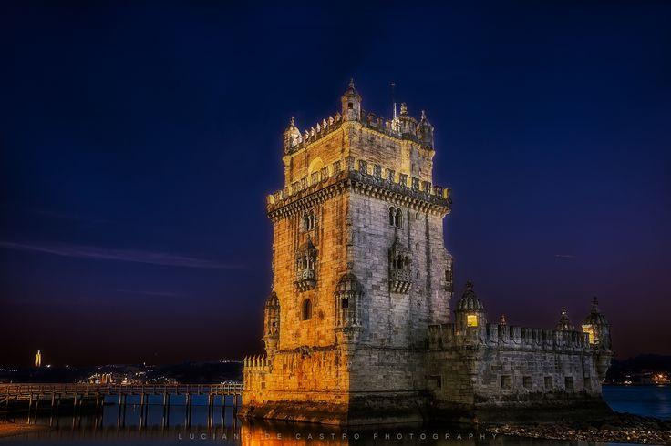 Night at the Tower - Night at the Tower - Dusk on the Belém Tower (built between 1514 and 1520, for the defense of the Tagus River and the city of Lisbon, or from any attacker who dared enter Portuguese soil, one of the King's reign of architecture jewels Manuel I) . Anoitecer na Torre de Belém ( construída entre 1514 e 1520, para defesa da barra do Tejo e da cidade de Lisboa, de qualquer invasor que ousasse entrar em solo português, sendo uma das jóias da arquitetura do reinado de D. Manuel…
