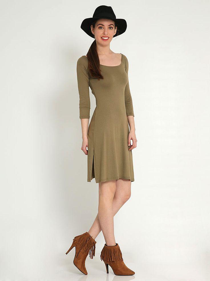 Μίνι φόρεμα με σκίσιμο στο πλάι - 9,99 € - http://www.ilovesales.gr/shop/mini-forema-me-skisimo-sto-plai/ Περισσότερα http://www.ilovesales.gr/shop/mini-forema-me-skisimo-sto-plai/