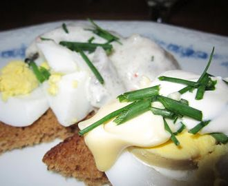 Recept för inlagd sill kokt ägg potatis gräddfil gräslök. På myTaste.se hittar du 6 recept för inlagd sill kokt ägg potatis gräddfil gräslök så väl som tusentals liknande recept.