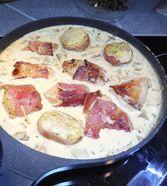 Schweinemedaillons im Parmaschinkenmantel mit Steinpilz - Gorgonzola - Sauce