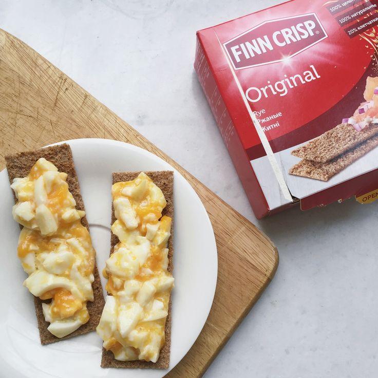 2 хлебца Finn Crisp по 22 ккал и 2 нарезанных яйца всмятку) всего 180 ккал