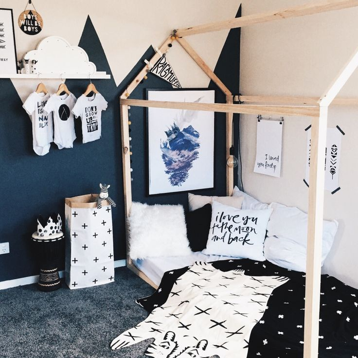 Dramatic black and white room for a kid #childrens #bedroom