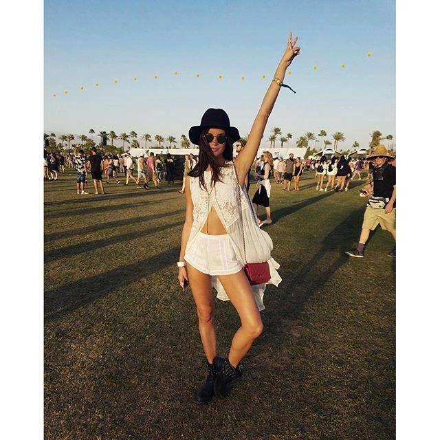 O Coachella está de volta. Todos os anos decorre no sul do estado americano Califórnia, uns dos festivais mais mediáticos e notáveis de todo o mundo, onde se enche repleto de muita música e todas a…