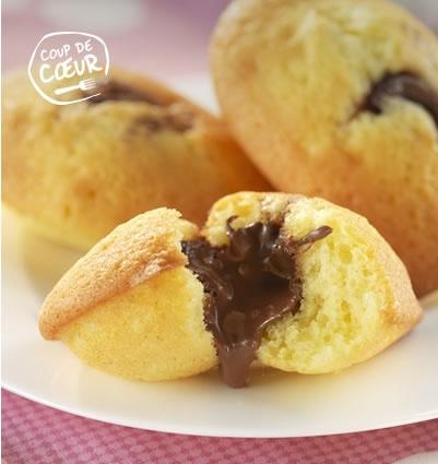 Madeleines au coeur chocolaté _ http://www.cuisineaz.com/dossiers/cuisine/desserts-beurre-13657.aspx