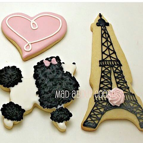 This poodle!!! She's killing me!! I love love everything about it! Beautiful Paris cookies by @madaboutcookies #prayforparis #cookies #poodle #paris #royalicing #sugar #sugarcookies #heart