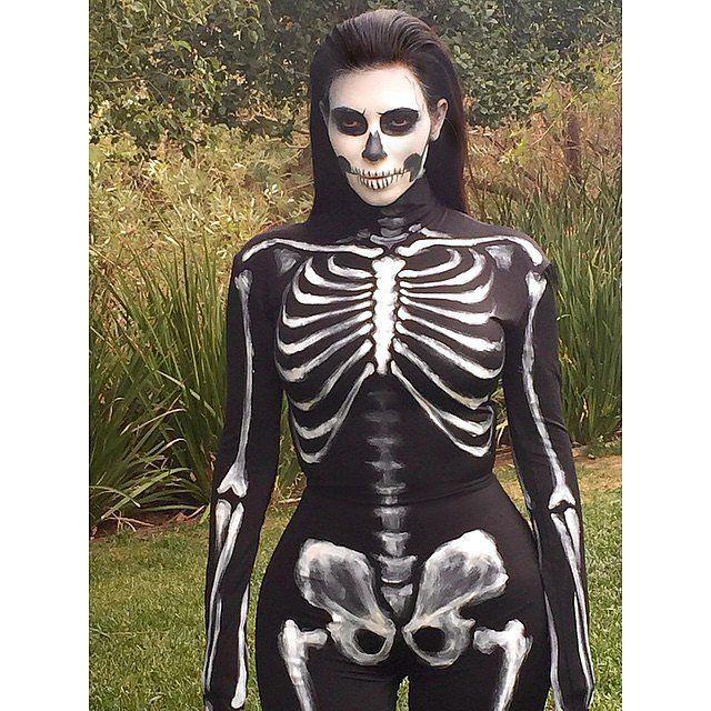Kim Kardashian als ein sexy Skelett