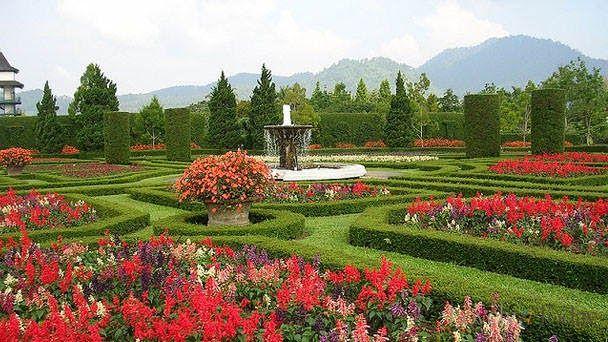 Foto Prewedding Di Taman Bunga Cibubur Liburan Ke Taman Wiladatika Depok Harga Tiket Masuk Dan Fasiltiasnya Wisat Beautiful Gardens Flower View Love Garden