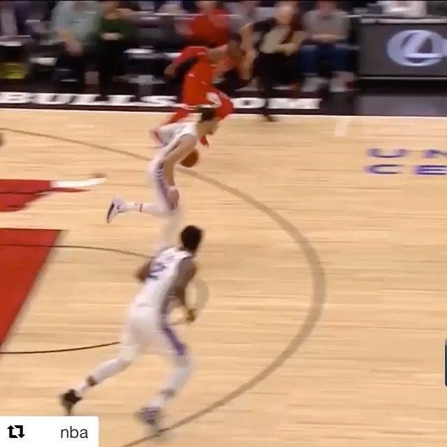 Instinct. @bensimmons  to @joelembiid  (via @nba)  ________________________  #nba #sixers #philadelphia #phila #embiid #simmons #bensimmons #chicago #basketball #unitedcenter