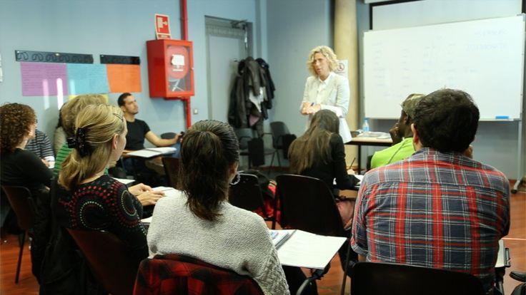 Una classe al Centre de Normalització Lingüística   Foto: Noemí Roset