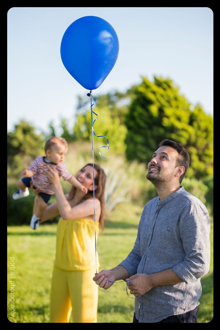 #father #mother #baby #park #photoshooting #balloon #sunnyday