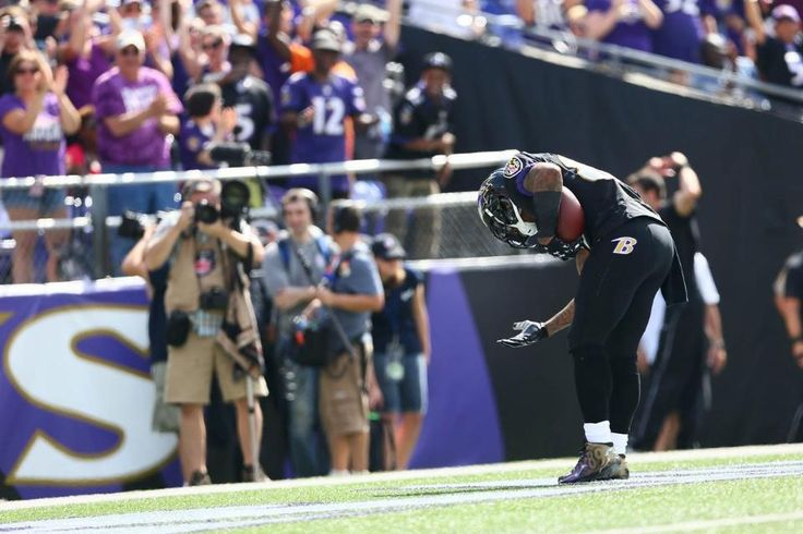 Steve Smith Sr bows to the crowd after his 2 nd touchdown. All told he finished his REVENGE game with 7 catches 139 yrds and 2 TD's