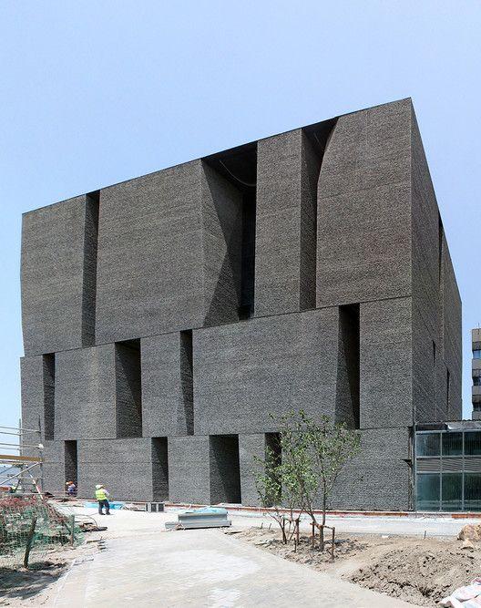 Alejandro Aravena Wins 2016 Pritzker Prize,Novartis Office Building. Shanghai, China 2015 (under construction). Image Courtesy of ELEMENTAL