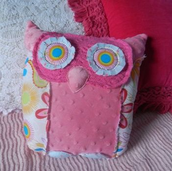 Cass, we will definitely have to make some of these for your new room!Owl Pillows, Lakes Online, Owls Pillows, Pillows Tutorials, Sewing Sewing, Bliss, Lakes E Zin, Sewing Crochet, Colors Possessive