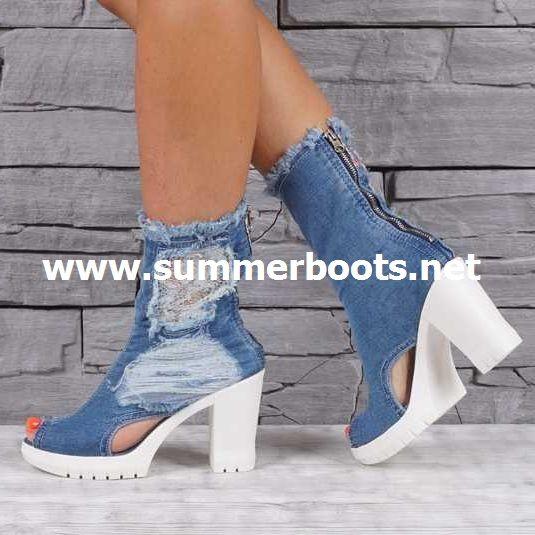 Летние джинсовые сапоги на каблуке