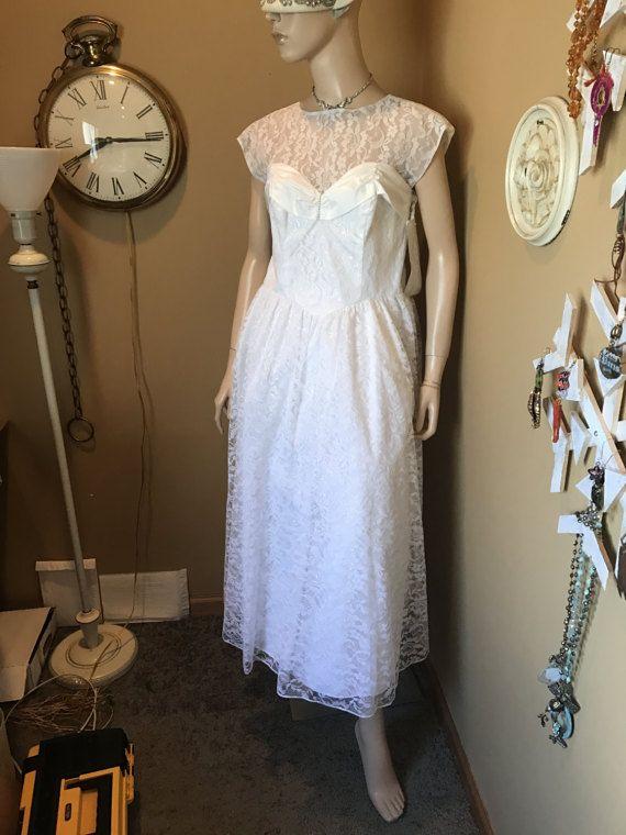 Vintage 1980 Roberta White thé longueur robe. Accents de strass. Taffetas & Lace.Lined w/construit dans Crinoline.open dos zipper.size 7 Misses