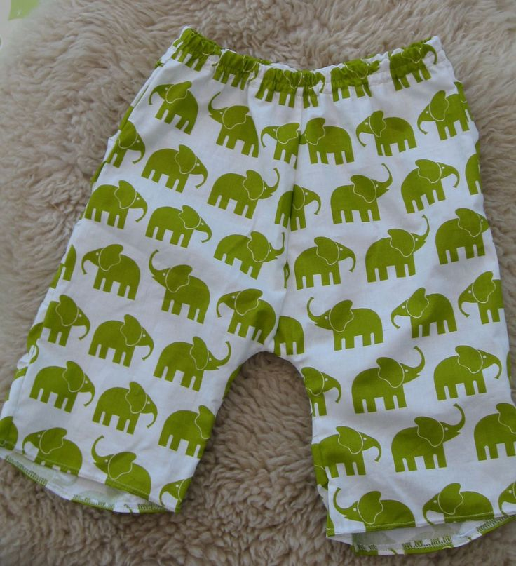 Cotton short pants offwhite with green elephants. order here: www.krisnic.dk