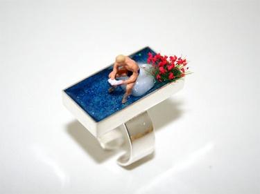 """Miniaturwelt auf Ring. Grandios. Müsste ich eigentlich auch in mein Board """"Geduld und Fingerspitzengefühl"""" packen. By Judith Meike Plickert."""