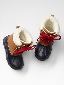 Sherpa snow boots - Gap... Love how they're so retro.
