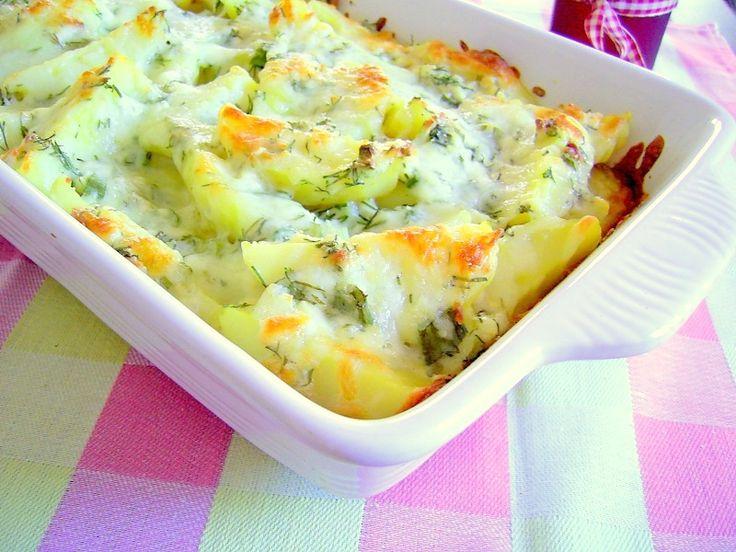 Reteta culinara Cartofi cu branza si marar la cuptor din categoria Aperitive / Garnituri. Specific Romania. Cum sa faci Cartofi cu branza si marar la cuptor