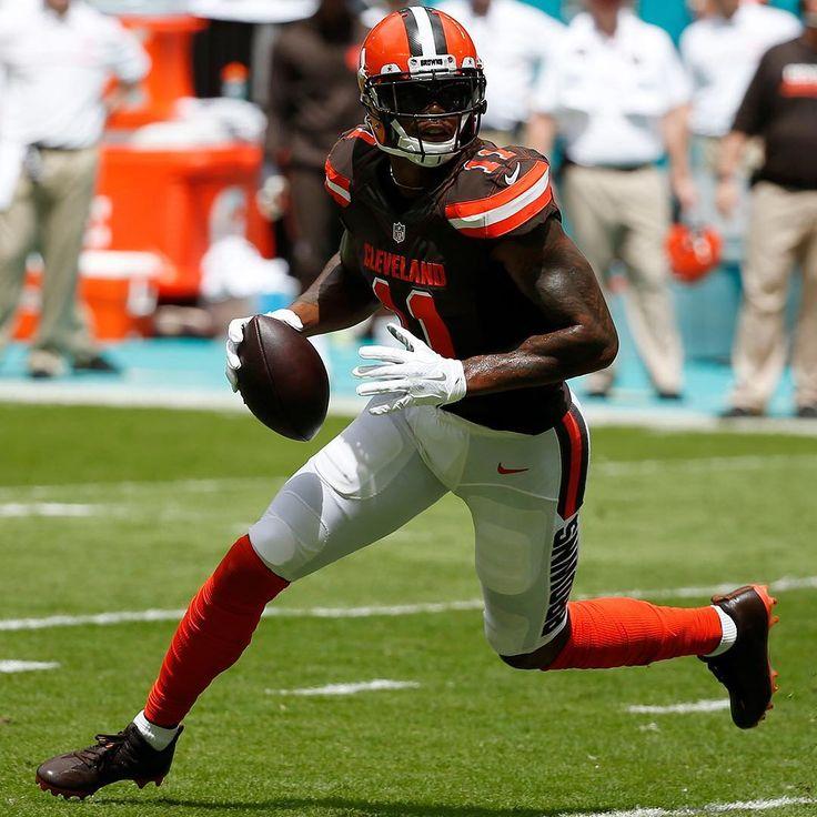 Terrell Pryor...  Taking Snap as Browns QB...  #OSUALUM ⭐⭐⭐⭐