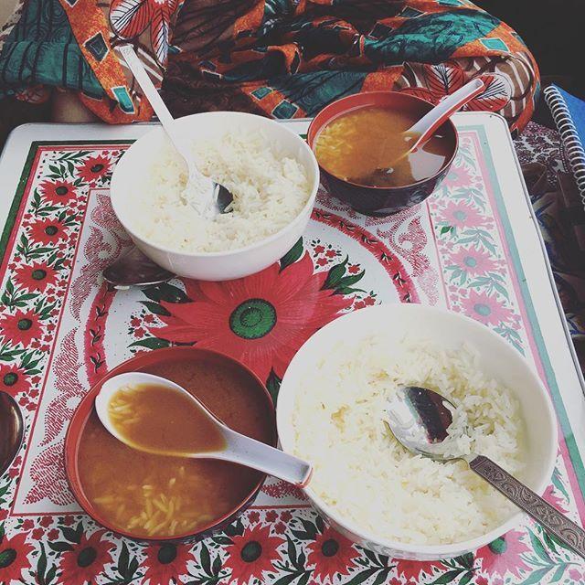 インド料理に飽きて味噌汁貰ってねこまんま そろそろ日本食が恋しい 東京パレス味噌汁貰える最高なホテルだわ  朝昼晩カレーで飽きないなんて インド人さすがだよな~ インドの唯一嫌なところ、食事の飽き🤦🏼♀️ 味噌汁が染み渡る~(;_;) #インド旅行 #旅 #👳🏾#🇮🇳 #2人旅 #女子旅 #tokyopalace #味噌汁  #日本食が食べたい #うどん #蕎麦 #寿司  #肉 #魚 #日本米 #納豆  #考えただけで涙出てくる