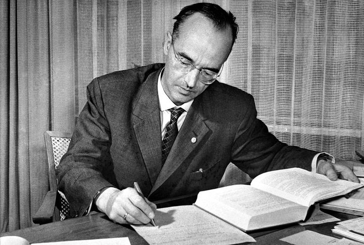 The spy who changed everything: How Klaus Fuchs shaped the Cold War  ||  Fuchs was arrested and jailed in Britain in 1950 for passing secrets about atomic research to the Soviet Union https://www.salon.com/2017/12/03/the-spy-who-changed-everything-how-klaus-fuchs-shaped-the-cold-war/?utm_campaign=crowdfire&utm_content=crowdfire&utm_medium=social&utm_source=pinterest