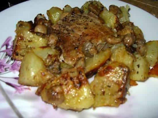 La meilleure recette de Rouelle de porc aux pommes de terre! L'essayer, c'est l'adopter! 5.0/5 (5 votes), 5 Commentaires. Ingrédients: 1rouelle de porc,4 grosses pommes de terre,huile d'olive,1 boite de 400gr de champignons de paris entier,2 echalotes émincées,herbes de provence,1 verre d'eau avec un maggi,sel,poivre
