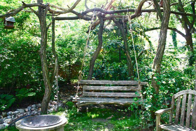 .: Wooden Benches, Secret Gardens, Rustic Gardens, Gardens Swings, Swings Chairs, Backyard, Trees Swings, Porches Swings, Outdoor Swings