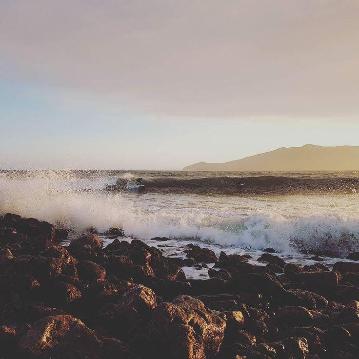 Barrrrrreeeellllllliiiinnnngggg!! Znaczy się że fala tworzy tubę =) Każdegi surfera/ki marzenie - #surf #polskisurfer #surfwyjazdy #laspalmas #grancanaria #podróże #surfkanary #hitidetravel #hitide #podróże #wycieczki #polskisurfhouse #naukasurfu #surfszkola #wakacje #obozysurfingowe #barrel #tubes #marzenia