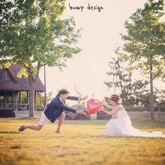 #ハート 愛を伝える。 と言うのはなかなか難しい! 恥ずかしがってたらダメ。 だから 全身全霊でおっきなハートを 思いっきり渡しましょう!! きっと伝わります。笑 #結婚写真 #花嫁 #プレ花嫁 #結婚 #結婚式 #結婚準備 #婚約 #カメラマン #プロポーズ #前撮り #エンゲージ #写真家 #ブライダル #ゼクシィ #ブーケ #和装 #ウェディングドレス #ウェディングフォト #七五三 #お宮参り #記念写真 #ウェディング #IGersJP #weddingphoto #bumpdesign #バンプデザイン