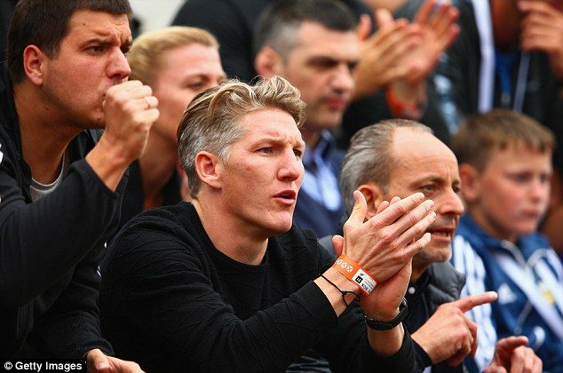 Schweinsteiger (centre) supports girlfriend Ivanovic as the Serbian battles through in the French Open.