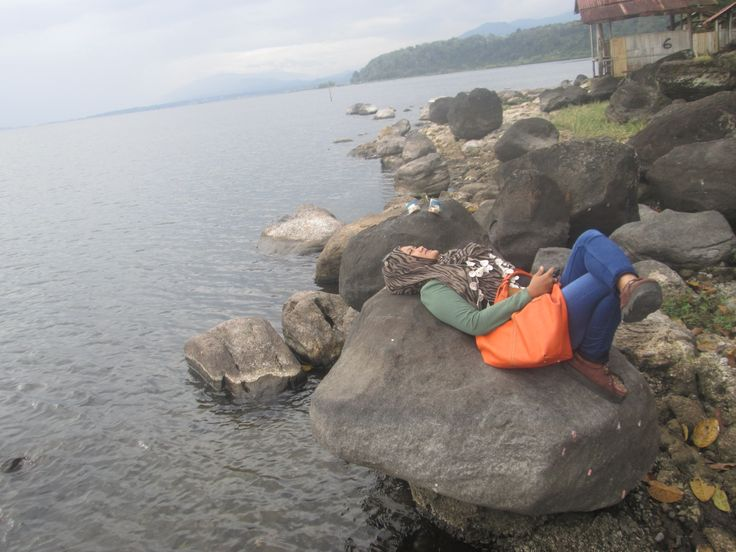 the lake is located at the foot of Mount Raja is the largest lake in Kerinci district.The vast lake of approximately 5000 square meters with a height of 783 meters above sea level.you can enjoy the beautiful view of the mountain Kerinci,You will not see a clear view of the water and some types of fish swimming freely in the lake,many fishing boats that were netted fish and there are some that you can rent boats to enjoy the beauty around the lake,You can rent a cottage at the edge of Lake…