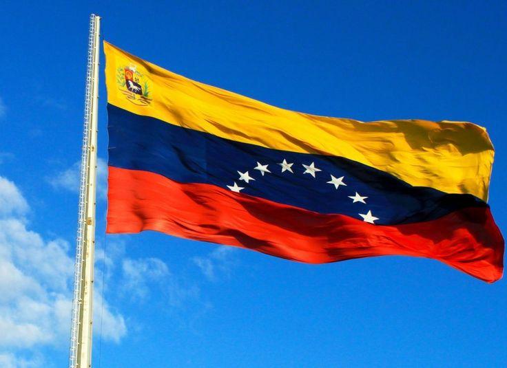 ¡Orgullo tricolor! Bandera nacional celebra su 211 aniversario