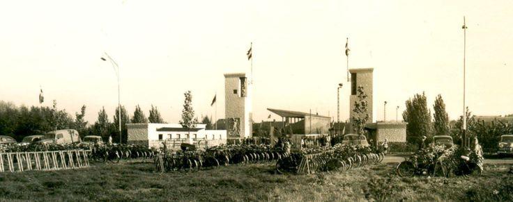 Een foto uit de beginjaren van het Mauritsstadion, waar het roemruchte Fortuna '54 haar wedstrijden speelde. Op 22 juni 2014 werd herdacht dat het 60 jaar geleden is dat deze vereniging werd opgericht en hiermee de basis werd gelegd voor het betaal voetbal in Nederland.