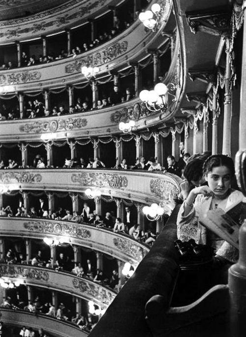 Alfred Eisenstaedt - Premiere at La Scala, Milan, 1934
