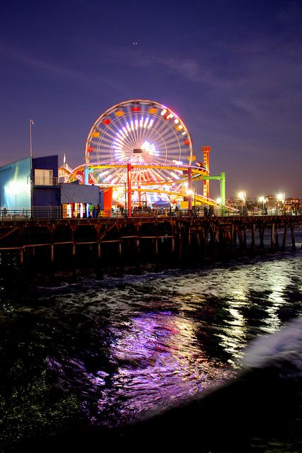 El Santa Monica Pier es un buen lugar para llevar amigos y pasar un buen día. Hay atracciónes, una noria, buena comida, y juegos divertidos. ¡También está al lado de la playa, que es muy divertido! Me gusta ir con mis amigos y viajar en el atracción de dragón. Todos las personas en LA están aquí en un momento de su vida.