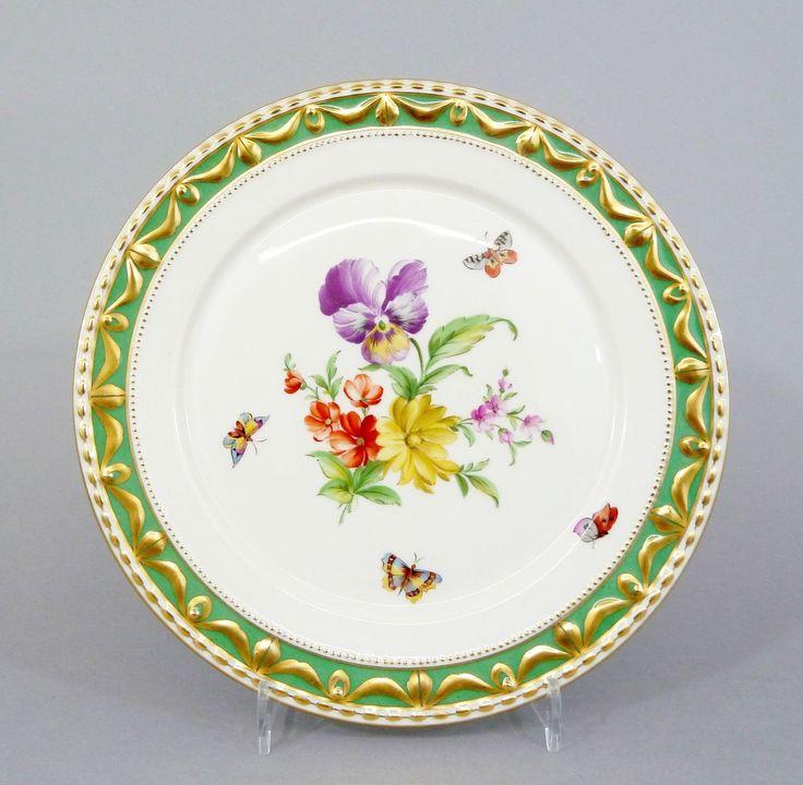 # (1) KPM Berlin grüner Fond Kurland Teller Blumenmalerei & Insekten 1. Wahl in Antiquitäten & Kunst, Porzellan & Keramik, Porzellan | eBay